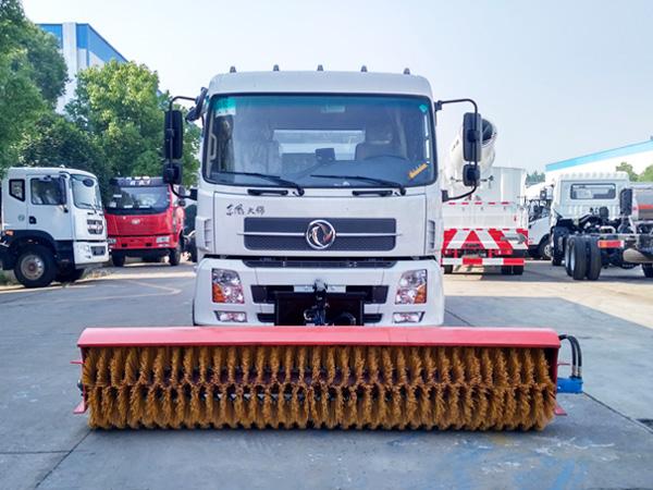 东风天锦洗扫车装除雪滚扫