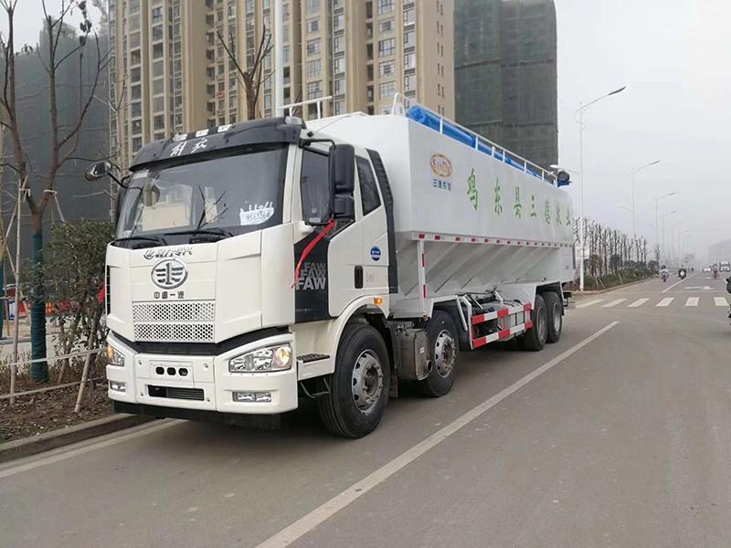 解放20吨散装饲料运输车