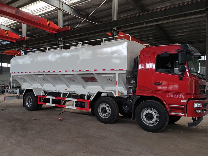 陕汽15吨散装饲料运输车