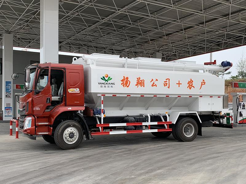 14吨散装饲料运输车